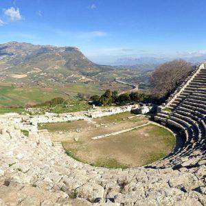 Panorama_dal_teatro_di_Segesta